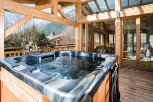 Brimbelles hot tub