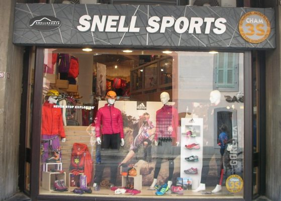 2016-12-22-shopping in chamonix-snell