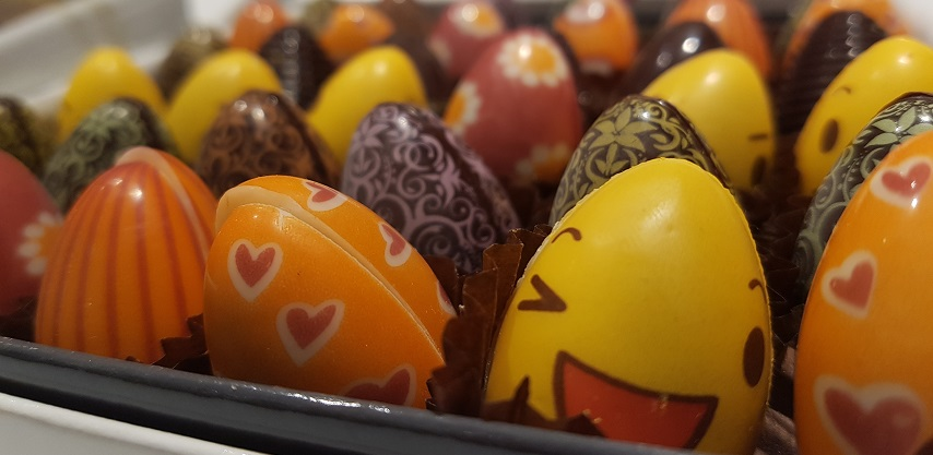 aux-petits-gourmands-5-easter-eggs-chocolate-854x417