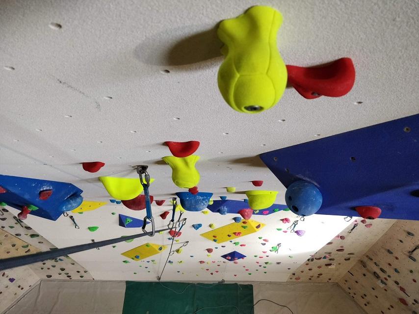 indoor-climbing-in-chamonix-at-mont-blanc-escalade