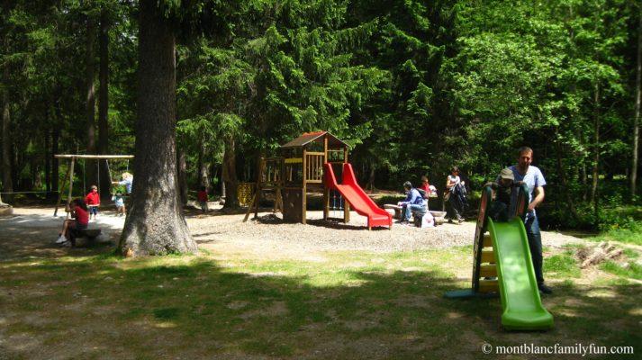Paradis des Praz playground © montblancfamilyfun Family Hikes in Chamonix