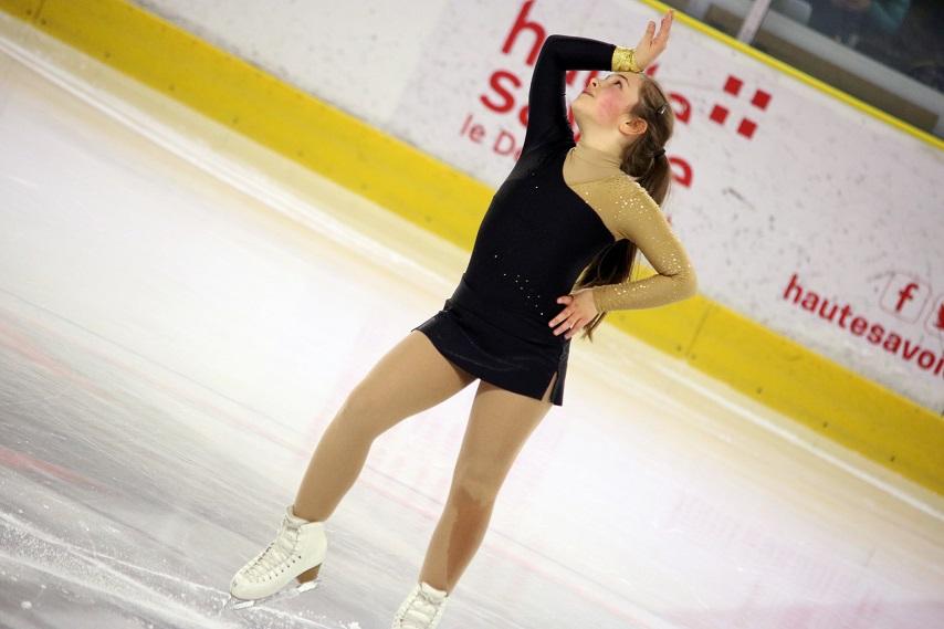 chamonix-figure-skater-alexandre-juillet-club-des-pionniers-854x569