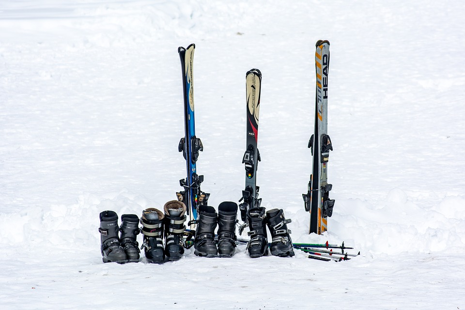 family-unit-of-classic-piste-skis-and-boots rent or buy ski gear